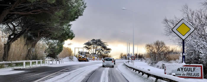 Do I need winter tyres or snow chains when I hire a car with debit card?